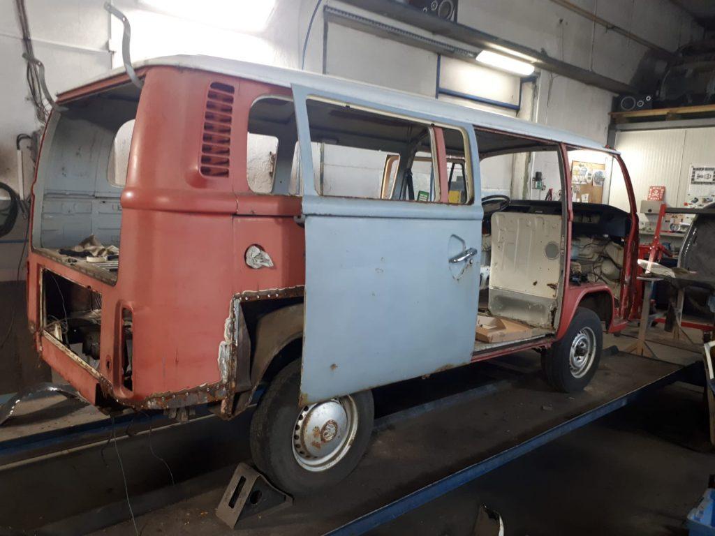 oldtimer-youngtimer-restauration-osteuropa-tschechei-VW-Volkswagen-Transporter-T2-Campingbus-Umbau